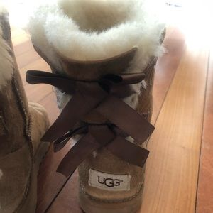 UGG Shoes - VGUC UGGS Girls Bailey Bow size 2 chestnut